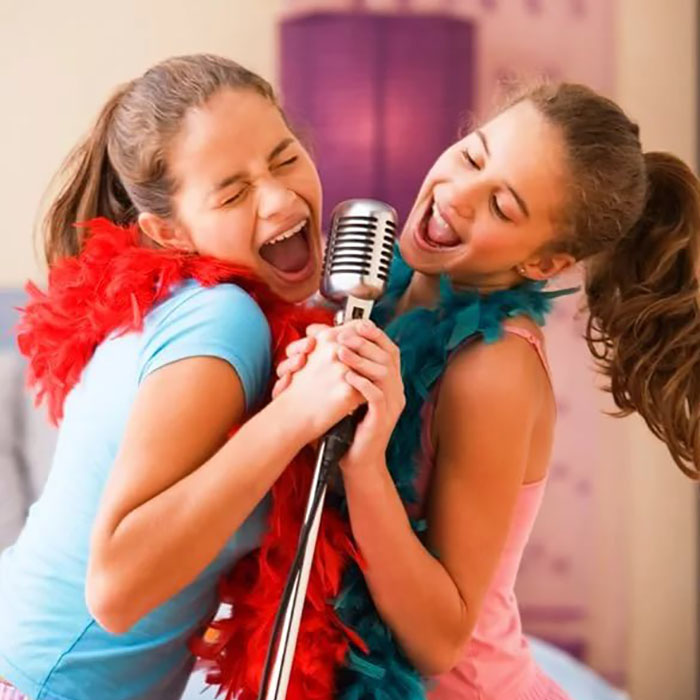 girl-singing-groups-video-ass
